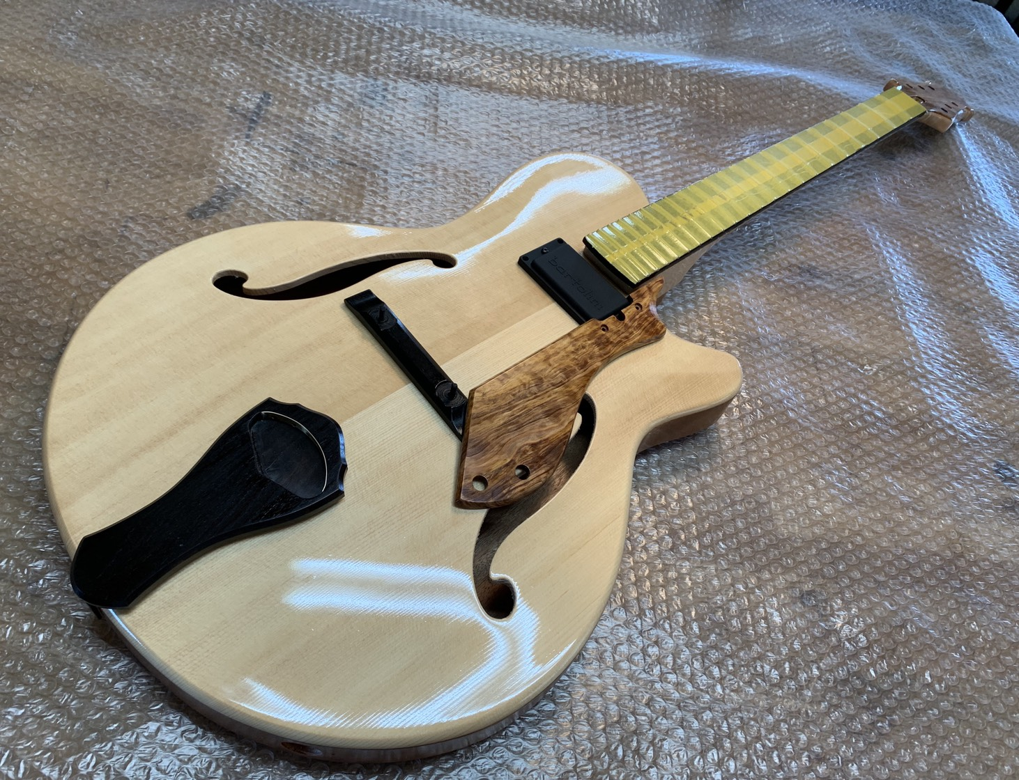 Nishgaki Guitars Arcus Thinbody Archtop